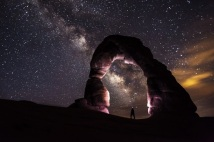 delicate-arch-night-stars-landscape-medium